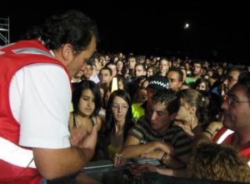 """MELENDI PRESENTÓ EN CONCIERTO SU ÉXITO """"MIENTRAS NO CUESTE TRABAJO"""""""