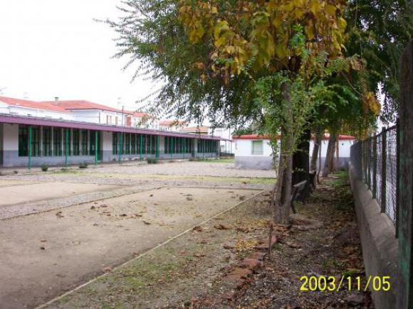 El CENTRO DE ADULTOS PRESENTA SU OFERTA FORMATIVA PARA EL CURSO 2005/2006.