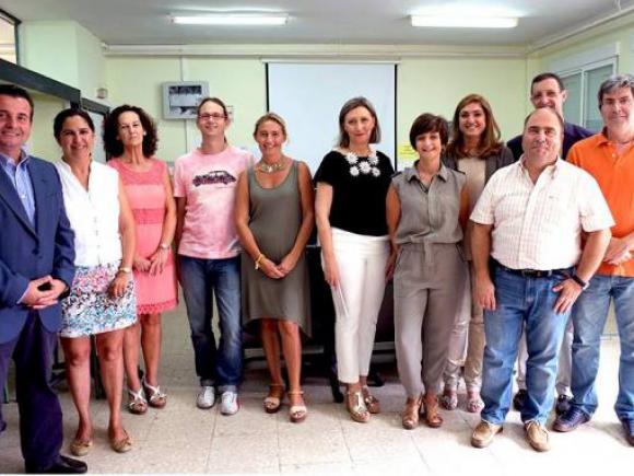 LA CONSEJERA DE EDUCACIÓN Y CULTURA Y EL ALCALDE DE MORALEJA VISITAN LOS CENTROS ESCOLARES
