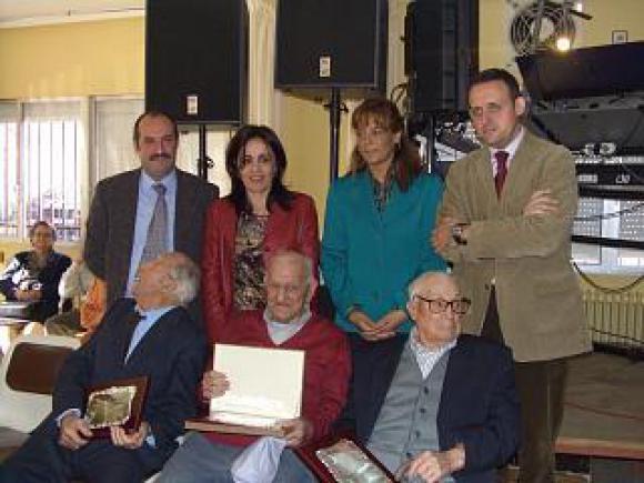 LA CONSEJERA DE BIENESTAR SOCIAL CELEBRA EL XXV ANIVERSARIO DE LA FUNDACIÓN DEL HOGAR DE MAYORES