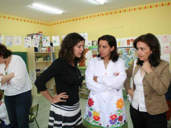 LA CONSEJERA DE EDUCACIÓN Y LA ALCALDESA TERESA ROCA VISITAN LOS CENTROS EDUCATIVOS