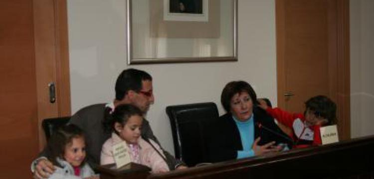 """LA ESCUELA DE EDUCACIÓN INFANTIL """"JOAQUÍN BALLESTEROS"""" VISITA EL AYUNTAMIENTO"""