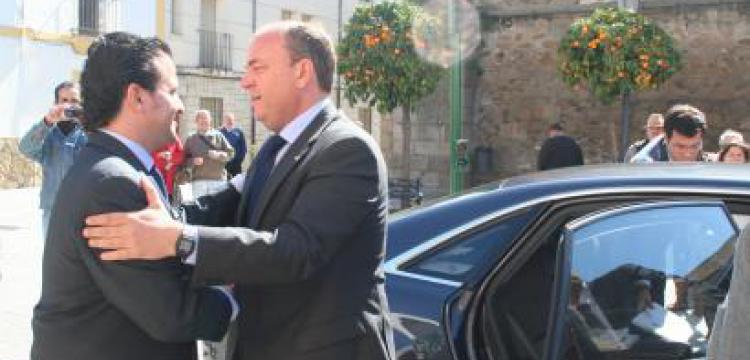 VISITA DEl PRESIDENTE DEL GOBIERNO DE EXTREMADURA A MORALEJA