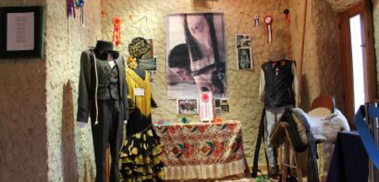 EXPOSICIÓN TRAJES REGIONALES SAN BLAS 2014